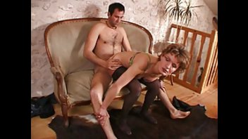 Зрелая Француженка любит трах в обе дырки