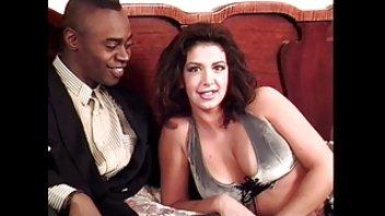 Грудастая порно звезда Софья зажгла черным парнем