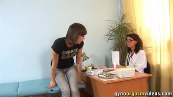 Девушка испытала оргазм на приёме у доктора