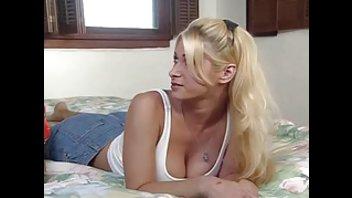 Блондинка получила анальный оргазм