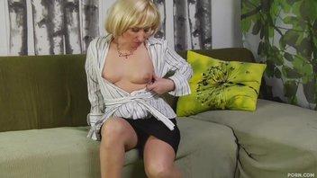 Проститутка-блондинка обслужила напористого клиента