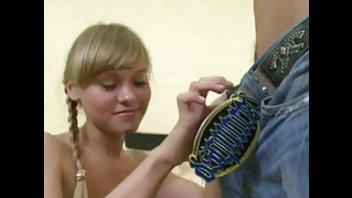 Русскую молоденькую девушку с косичками развели на перепихончик