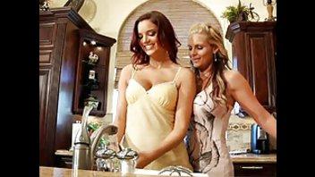 Лесбиянки нежно и с энтузиазмом вылизывают друг другу щелки