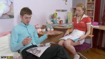 Рыжую молоденькую студентку развели на отвязный секс