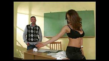 Сногсшибательная учительница прекрасно покувыркалась