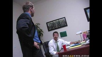Сиськастую блондинку чпокнули во все щели в офисе