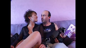 Отличный секс зрелого мужика с его податливой подружкой