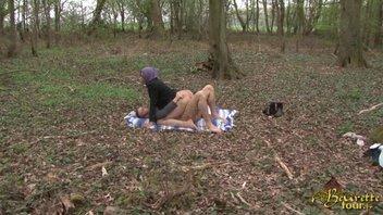 Случайный секс с мусульманкой в лесу