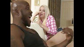Черный мужик охотно выпорол белокожую блудливую деваху