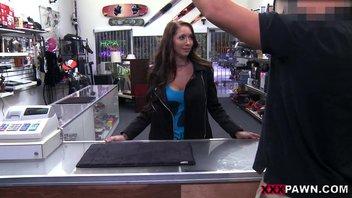 Секс в магазине