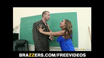 Грудастая учительница трахается с уборщиком на своем столе