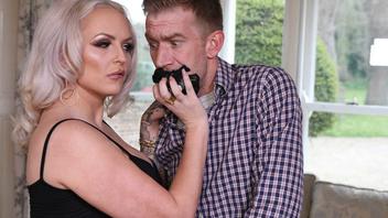 Шлюха жена потрахалась с соседом пока муж спокойно дрых рядом