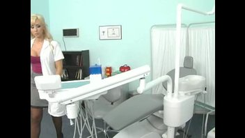 Джессика Линн - белобрысый стоматолог с большими буферами