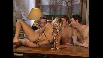 Меридиан и с Линой Роше ебутся с тремя мужиками