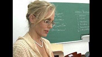 Секс видео строгий преподаватель в очках